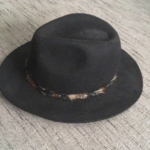 NWT Brandy Melville wool fedora feather band OS